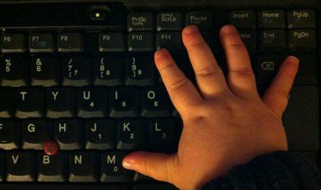 Lotta contro gli abusi sui minori online: nuova proposta di Regolamento europeo